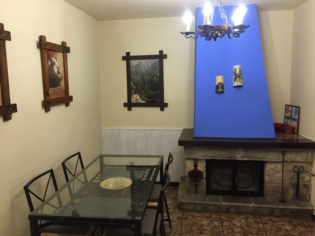Dining room-fireplace-house-4
