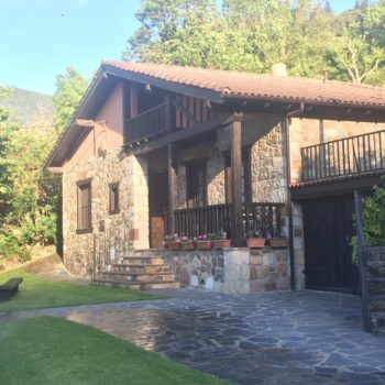 Fachada casa rural 7 potes liebana