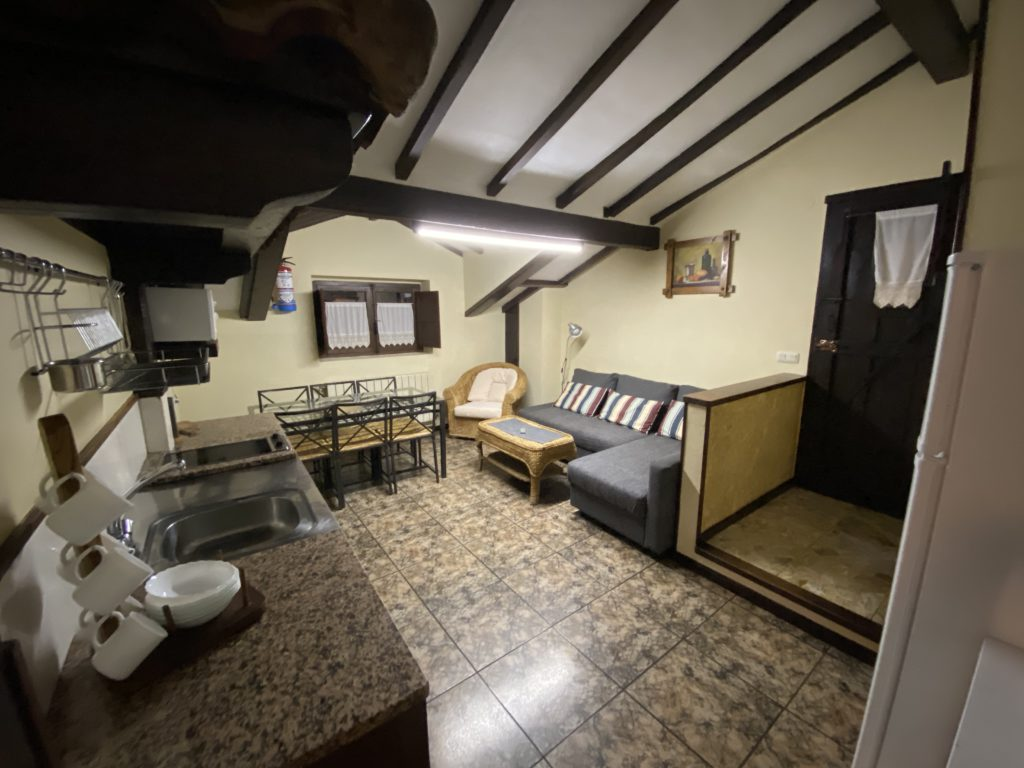 Kitchen-dining-room-cottage-6