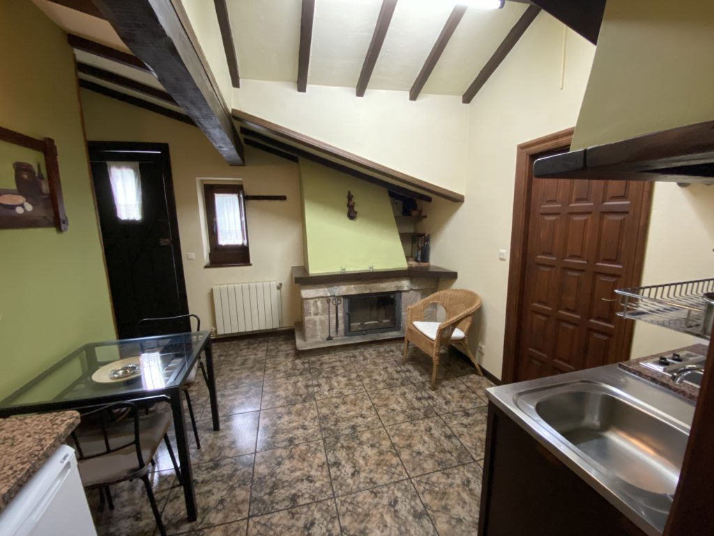 kitchen-fireplace-cottage-4pax