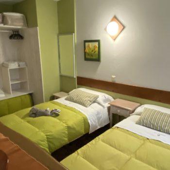 2º Dormitorio vestidor doble casa rural 7