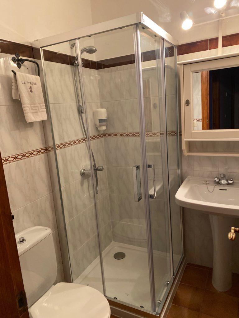 Badezimmer große Hütte 7